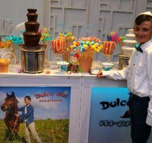 שולחן מתוקים לבר מצווה עם תמונה של סוס