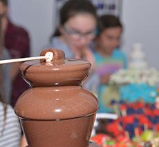 מפל שוקולד עם מקל