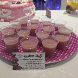 תמונה של בר שייקים עם כוסות שוקולד לבת מצווה